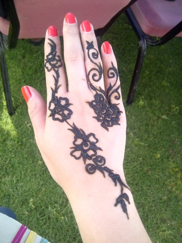 Henna painting during EDW-MGS family fun day. (Mar.'12)