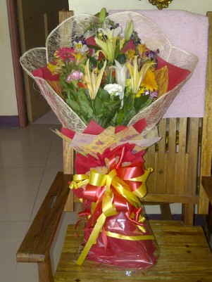 Bouquet of flowers from RG family. (Sept.'12)